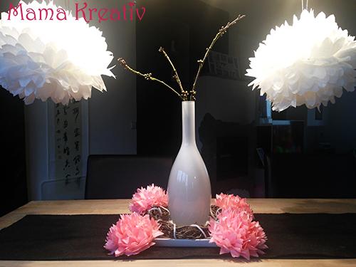 blumen und pompons aus seidenpapier mama kreativ. Black Bedroom Furniture Sets. Home Design Ideas